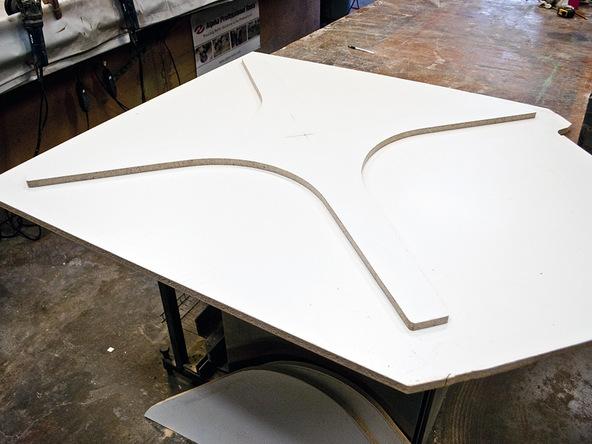 Bent Concrete Side Table | CHENG Concrete Exchange