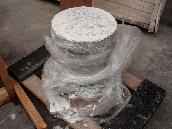 Step 9.3, Fill the Form - 5-Gallon Bucket Storage Stool Pro-Formula | CHENG Concrete Exchange
