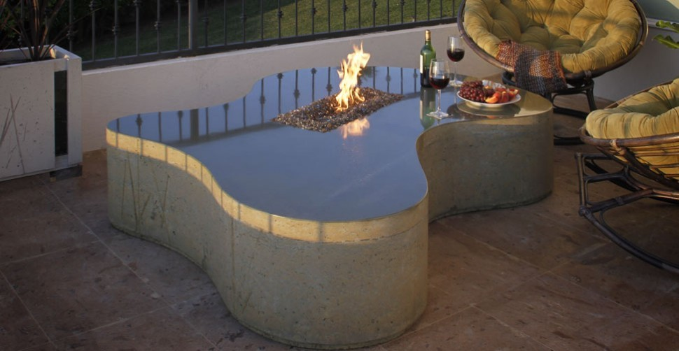 Outdoor concrete fire table by Ancuba, Dania Andrade | CHENG Concrete Exchange